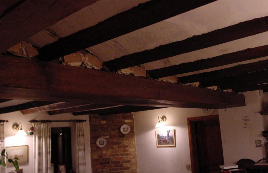 Pplacement d 39 une fausse poutre for Fausses poutres pour plafond