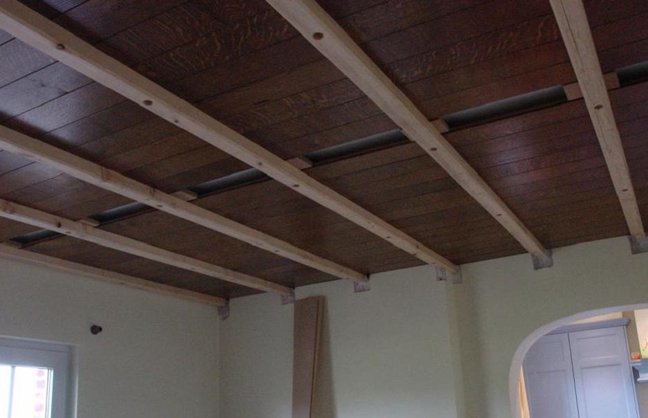 Avant finition des fausses poutres for Fausses poutres pour plafond