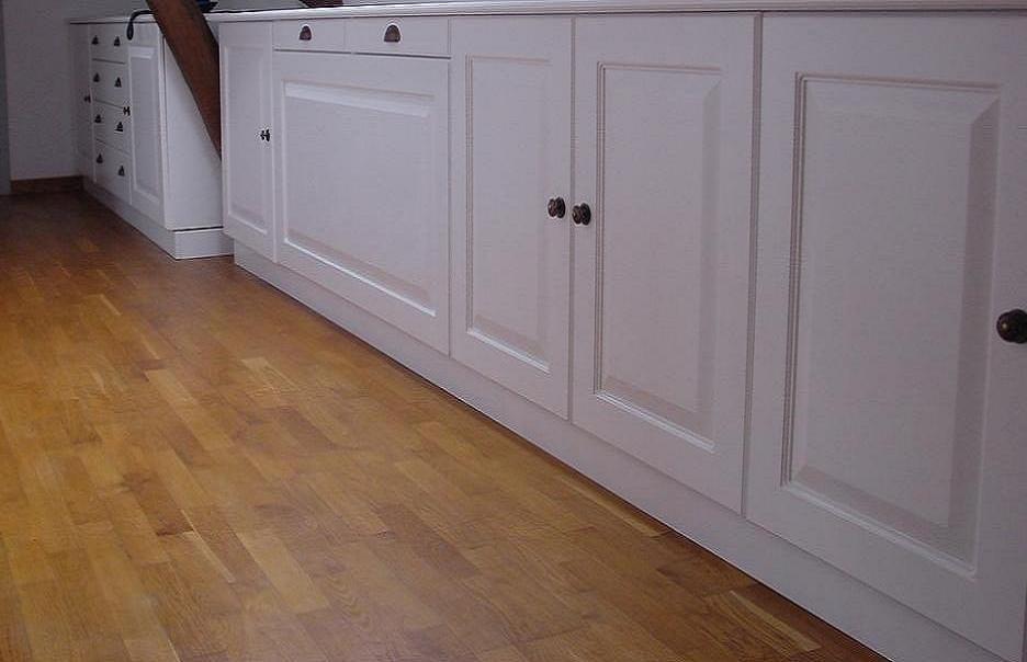 bouton en chene vernis. Black Bedroom Furniture Sets. Home Design Ideas
